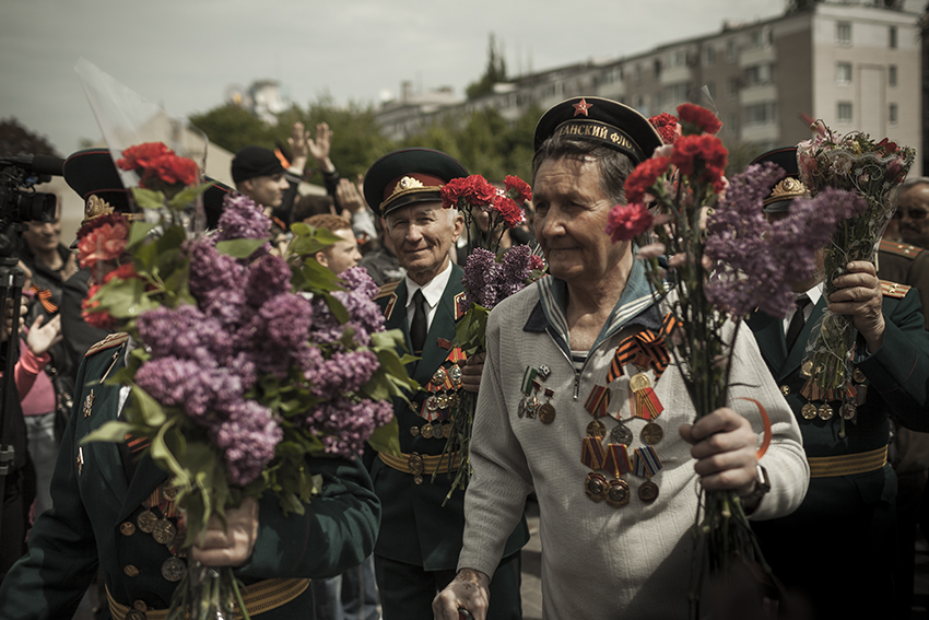 Second World War veterans are welcomed by anti-Maidan activists on Victory Day, the Soviet holiday marking the capitulation of Nazi Germany on May 9th.