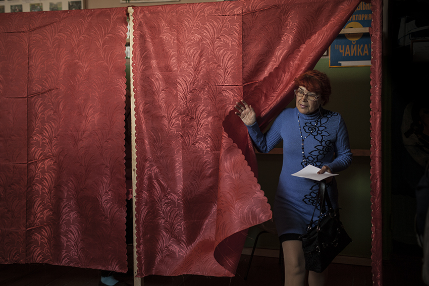A citizen of Slavyansk votes in the referendum organized by the anti-Maidan movement on the independence of the Donetsk People's Republic on the 11th of May. The very same evening, the organizers announced that 89% had voted yes.