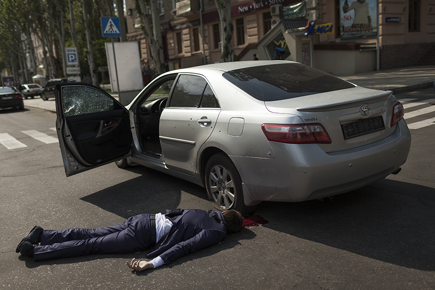 The assistant of the prime minister of the Donetsk People's Republic after his assassination by unidentified gunmen a few hundred meters from the Rada, in the middle of the day on the 7th of June.