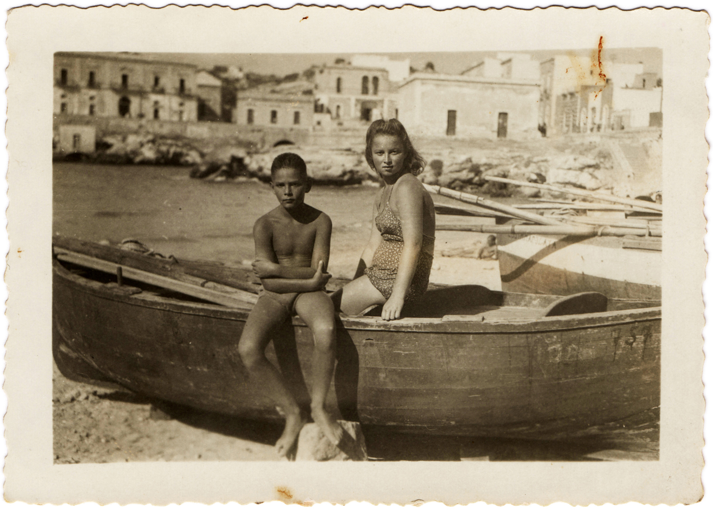 On the beach of Santa Maria al Bagno, August 1946. (From the collection of Paolo Pisacane)
