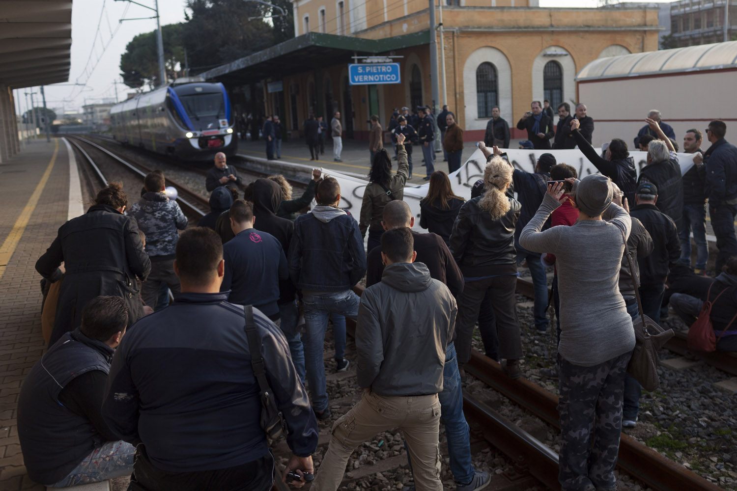 Blocking a train to protest the eradication of olive trees in San Pietro Vernotico. The widespread opposition to the authorities' containment plans eventually resulted in an investigation that effectively put those plans on hold for more than a year, allowing the bacteria to spread unchecked. (2015)